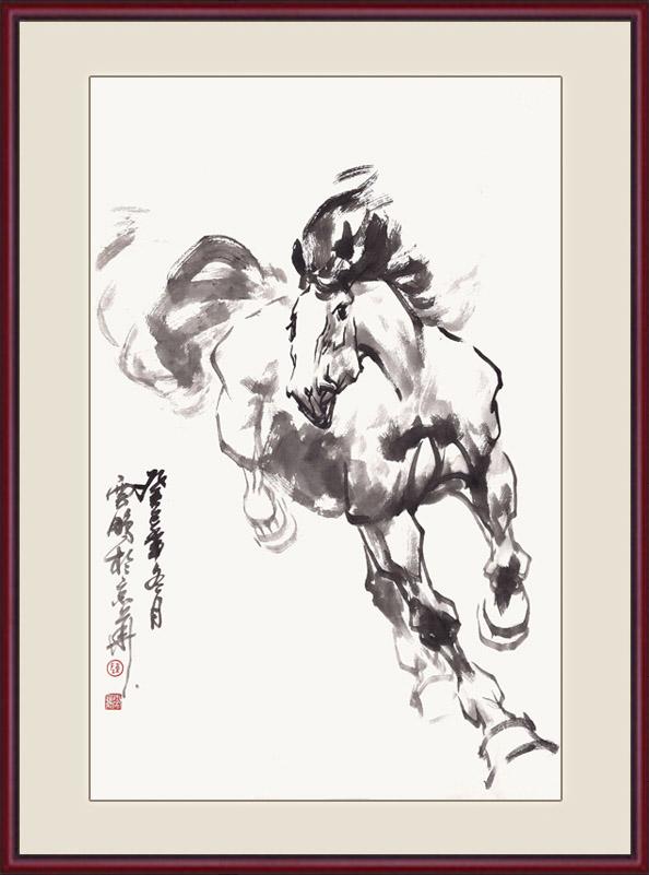 """这是陈云鹏老师创作的一幅写意动物画《一马当先》,画中这匹姿态矫健的骏马正在奋蹄扬鬃、腾空飞奔。作品展现了马匹的筋骨强壮,肌肉发达,倜傥洒脱。那风劲剽悍、姿态优美的形象,也仿佛自由和力量的象征,令观者在欣赏之余,引发美好的联想与遐思。有诗赠曰""""墨洒宣纸满室芳,驰骋入眼赛龙骧。胸中竖起腾飞志,哪管鞍辔与丝缰""""。""""一马当先""""形容领先,原指作战时策马冲锋在前。现在多比喻工作走在群众前面,积极带头,勇争先锋之意。适合挂在办公室、客厅、书房等场所。"""