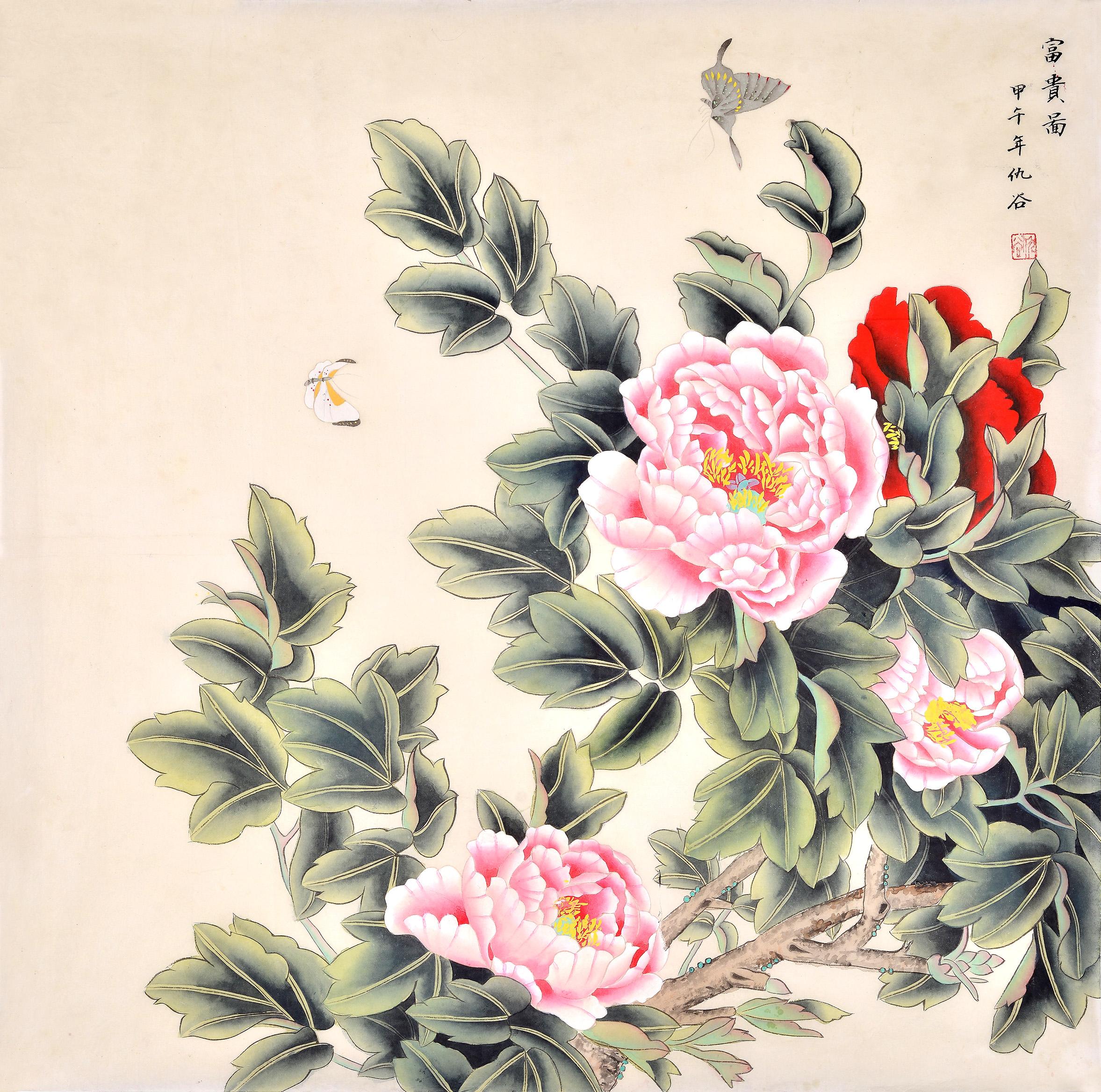 众所周知,客厅挂画能够调节客厅风水。中国字画有山水画、花鸟画、人物画之分,在客厅挂一幅寓意美好的花鸟画,不仅能很好地装饰客厅,在风水上还利于自己家庭的走运聚财。需要注意的是并非所有的花鸟画都适合调节客厅风水,同时在悬挂时也应该注意方位的选择。下面就给大家推荐几幅能够调节客厅风水的花鸟画作品。 一、仇谷四尺斗方花鸟画牡丹蝴蝶《富贵图》  这是一幅仇谷老师的工笔花鸟画牡丹图。作品中的牡丹枝叶茂盛,花朵竞相开放,娇艳美丽。蝴蝶的点缀恰到好处,两只蝴蝶飞舞在花层中,呈现出一幅和谐、幸福美满的景象。作品用笔细腻,层
