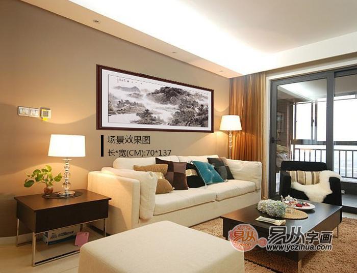 家里客厅沙发后面墙上挂什么画好,易从山水画在家居装饰中的四大优势:   1,锦上添花,增强富贵气息。客厅中挂字画,在这个会友待客、家人欢聚的空间里,除了反映居家主人的爱好,也代表主人的主人的情趣、审美、性情与品位。同时对提升家居气色,营造富贵气息,起着极为重要的作用。因此,将吉利书画作为家里的装饰画,悬挂于客厅以求锦上添花、旺上加旺,是良好家居的布局方法之一。   2,身份象征,彰显情趣。客厅的装饰画能从整体上不仅反映出居家主人的爱好,是主人身份与个性的侧面反映。但它多以居家主人的审美意识为出发点,