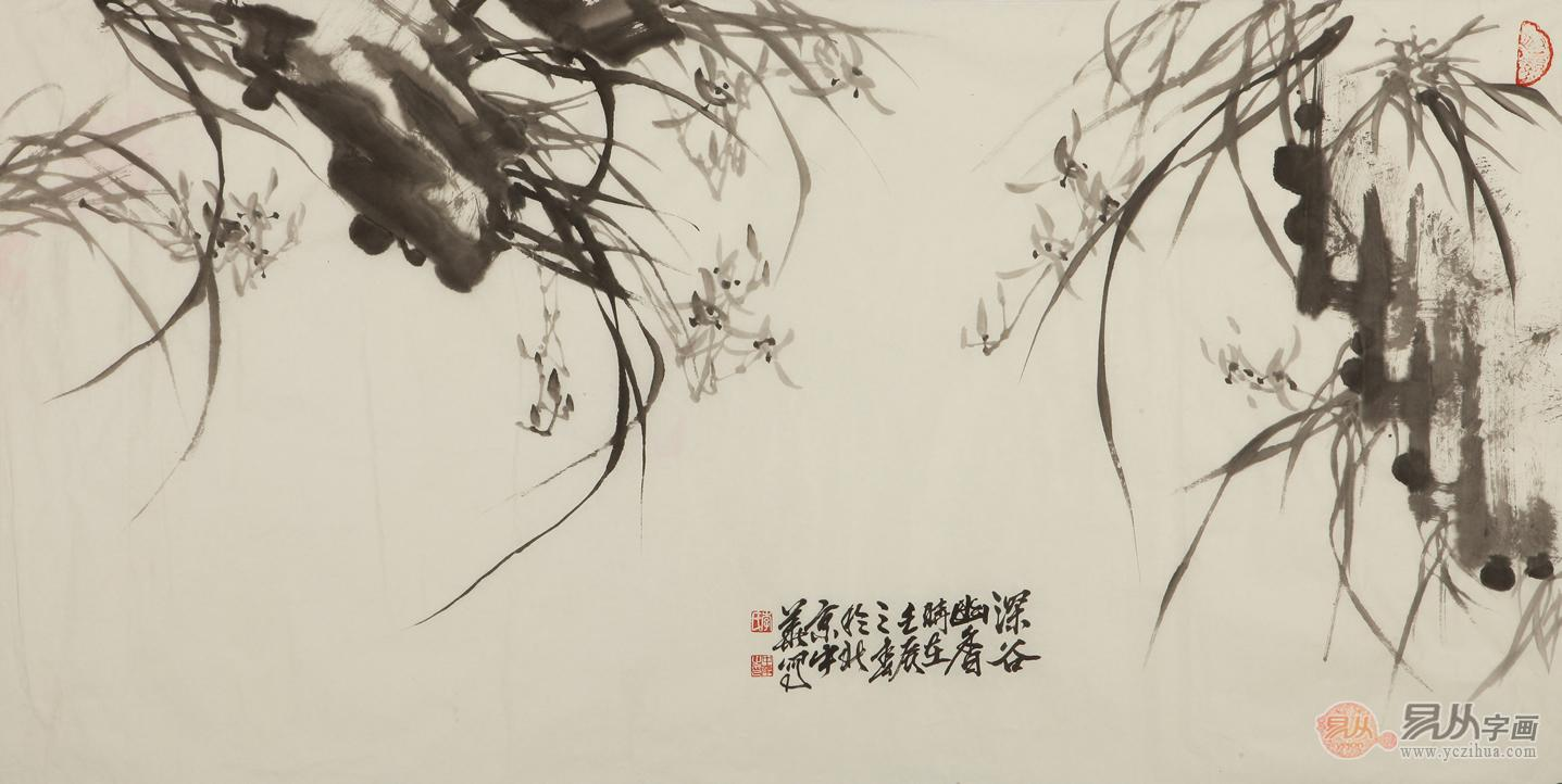 兰花花头画法:一、写意兰花多使用水墨,墨色不宜过深、过重。一般兰叶深一些,兰花浅一些。要掌握花的正侧、向背、偃仰、含放、呼应以及在风、晴、雨、露条件下的变化。花苞一般由一笔或两笔画成,半开的花由两到三笔组成,全放的花朵用五笔画出,用笔应由外向内一气呵成。点兰花苞要注意用笔的顿挫和连贯性。写意兰花花心要以重墨点出,一般为三点,下笔要干脆利落,犹如写草书的心、山、上、下字。古人云:兰之点心,犹美人之有目。 二、用草书的画法点兰花。则以楷书的笔法点兰,用笔虽不同,但道理是相通的。示范的是花头的